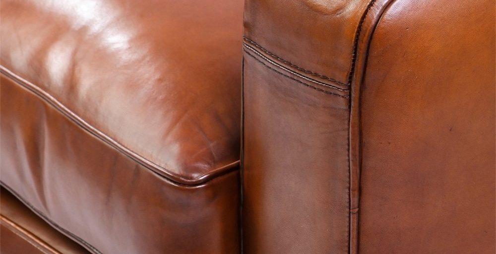 Grand carré, canapé 2 places, cuir havane, détail accoudoir