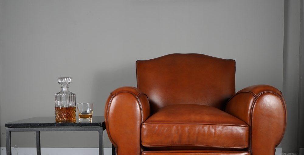 Moustache 1930, fauteuil, cuir cognac, ambiance